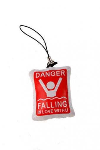 """Ангелочки и дьяволята Красный куб Украшение для мобильного телефона """"Утопаю в любви"""""""