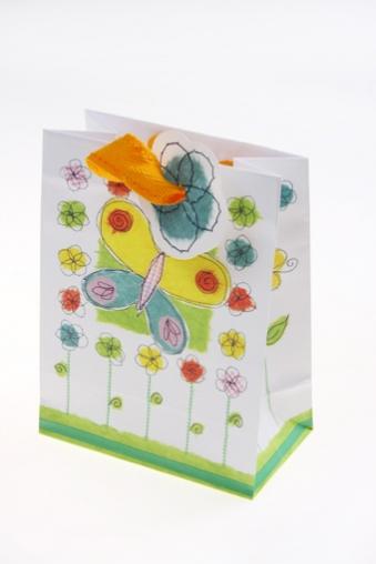 """Пакеты на любой повод Красный куб Пакет подарочный """"Бабочка в цветах"""""""