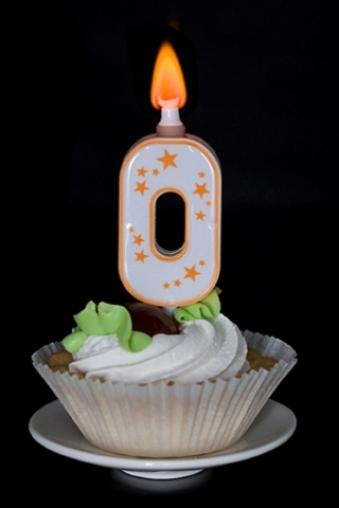 """Свечи для торта и вечеринок Красный куб Свеча для торта (горит разноцветным огнем) """"Цифра 0"""""""