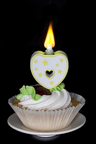 """Подарки на свадьбу/Молодоженам Красный куб Свеча для торта (горит разноцветным огнем) """"Сердце"""""""