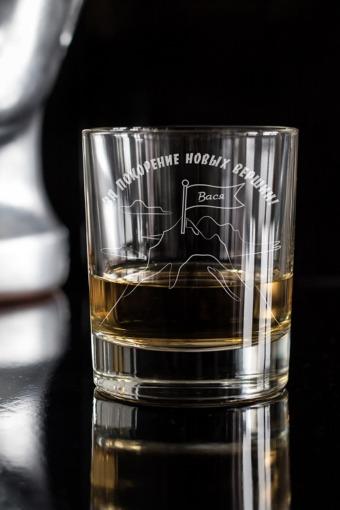 """Оригинальные и Необычные подарки Красный куб Стакан для виски с вашим текстом """"На пике удачи"""""""