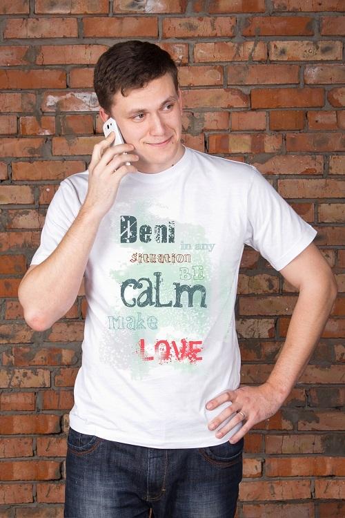 """Персональные подарки с Вашим именем Красный куб Футболка мужская с вашим текстом """"Be calm make love"""""""