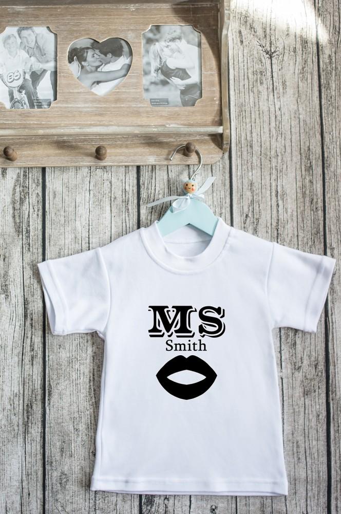 """Подарки детям Красный куб Футболка детская с вашим текстом """"Mr & Mrs Smith"""""""