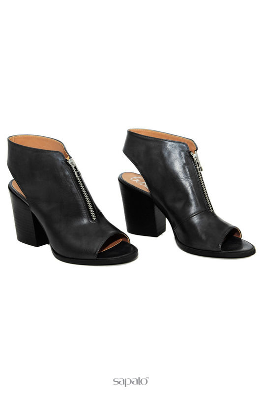 Босоножки GUSTO Босоножки на каблуках чёрные